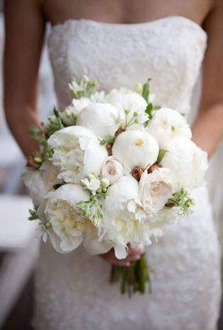 2014_bridescom-Editorial_Images-06-Peony-Wedding-Bouquets-Large-Peony-Bouquet-Refresh-Catherine-Hall-Studios