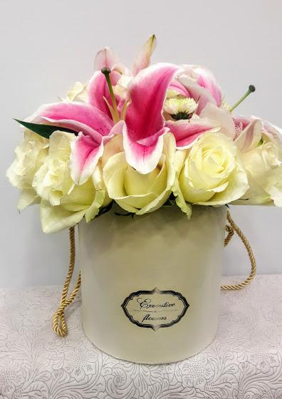 flowers in white box lilium roses 1