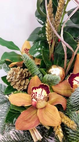 christmas arrangement round ceramic pot gold 1 (Mobile)