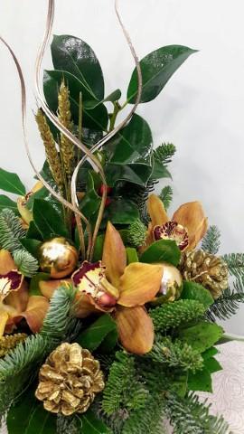 christmas arrangement round ceramic pot gold  xristougeniatiki sinthesi