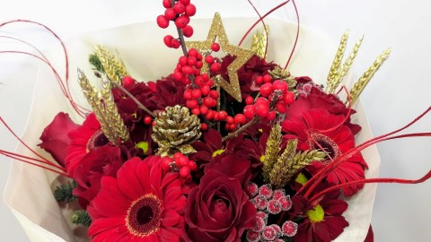 christmas bouquet red gold