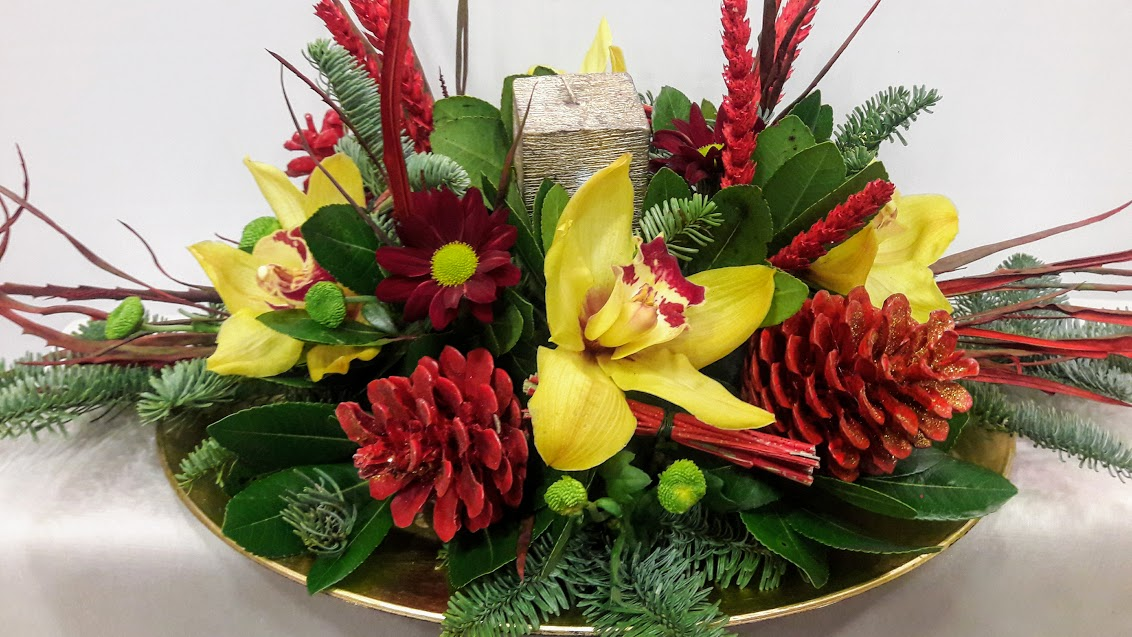 christmas center-piece with candle oval