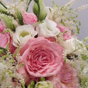 Στολισμός γάμου με εκατοντάφυλλα μυρωδάτα τριαντάφυλλα garden rose David Austin Luxury Collection