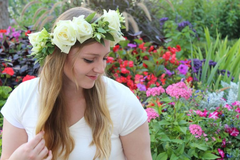 loral-accessory-crown-flowers-squared-768×512