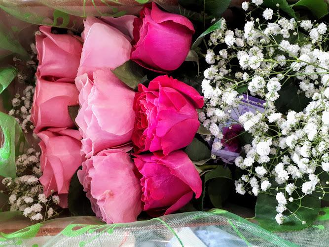 garden roses in a box flowers papadakis