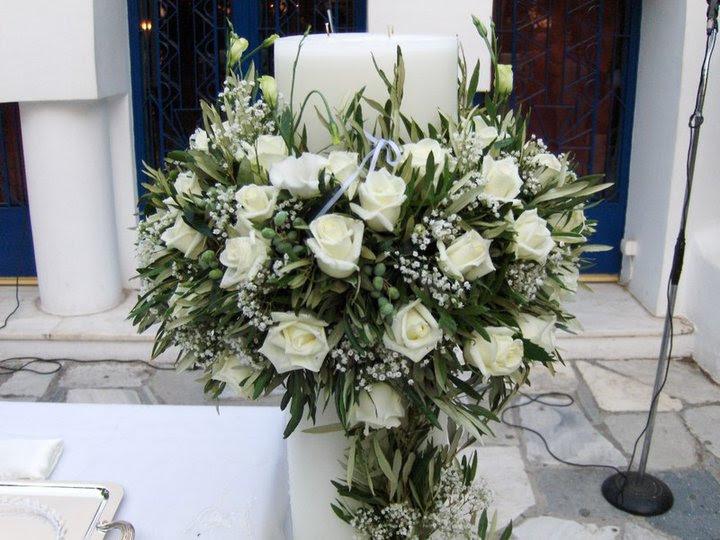 λαμπάδα γάμου με λευκά τριανταφυλλα και ελιες