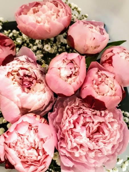 μπουκέτο με ροζ παιώνιες