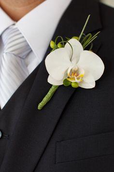 Μπουτονιέρα με άνθη