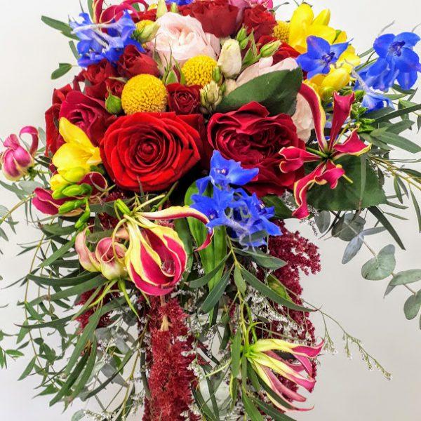 νυφικό μπουκέτο με red naomi και garden roses