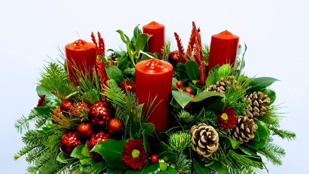 red candles σύνθεση με κόκκινα κεριά
